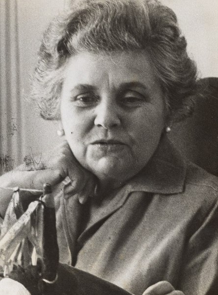Elizabeth_Bishop,_1964_(cropped)